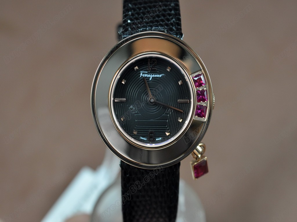菲拉格慕【女性用】Ladies RG/LE Black Dial Swiss 石英機芯搭載
